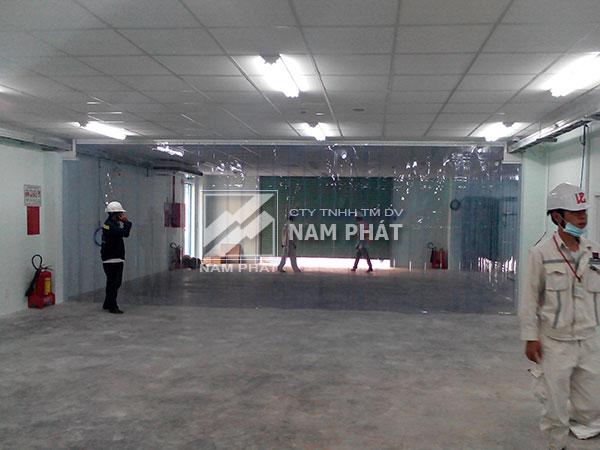 Lắp đặt rèm nhựa PVC ngăn lạnh cty Hoàng Thanh