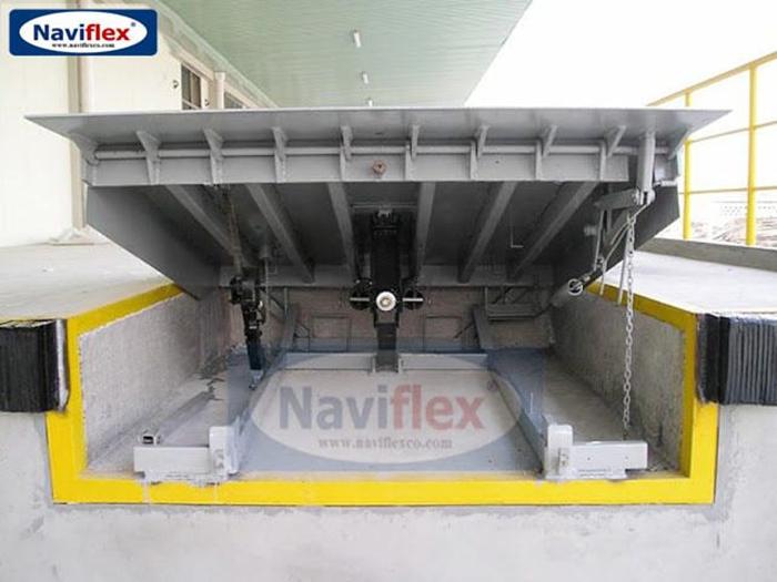 Sàn nâng thủy lực Navidock tại công ty Foster - Bắc Ninh
