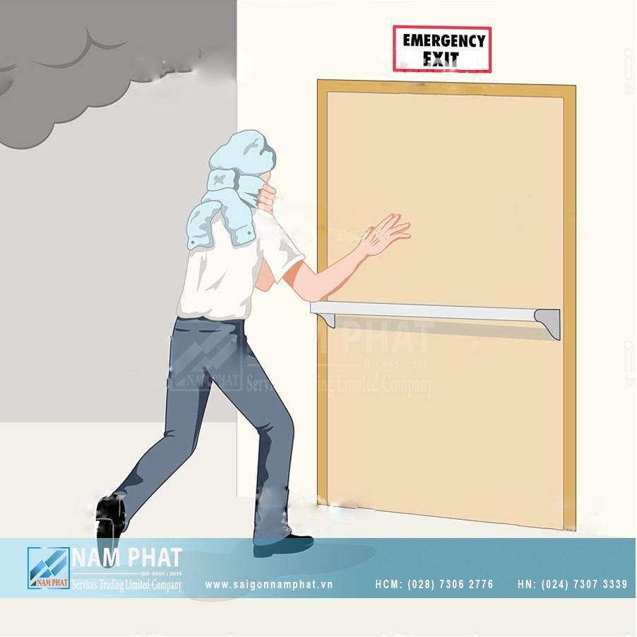 Cửa chống cháy không thể thiếu tại các trường học, công ty,...