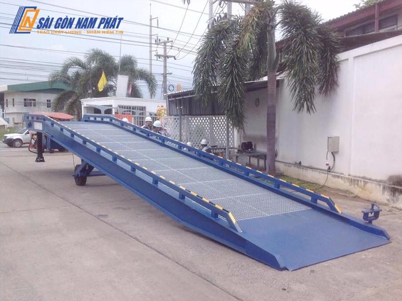 Cầu dẫn di động Mobile ramp